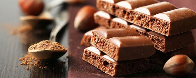 Tavolette di cioccolato al latte e bianco