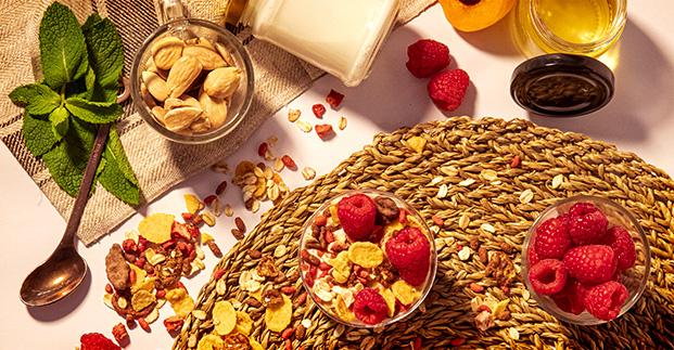 Componi il tuo yogurt - Frutta, cereali, confetture per ingolosire il tuo yogurt.