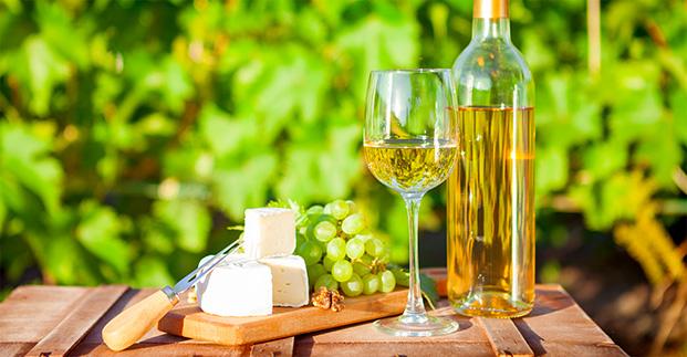 Un vino bianco fa primavera - Le migliori etichette adatte alla stagione.